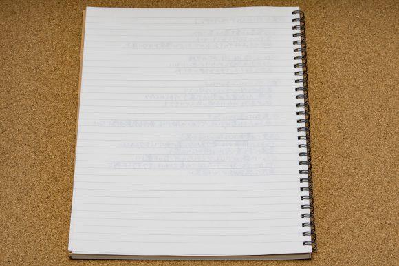 裏うつりしにくいダブルリングノートにペリカンのブルーブラックで書いた後の裏抜け度合い